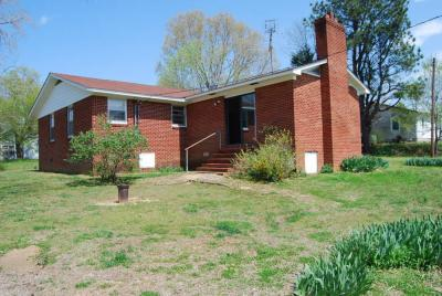 ONLINE AUCTION - NICE BRICK HOME DOWNTOWN SARDIS TN